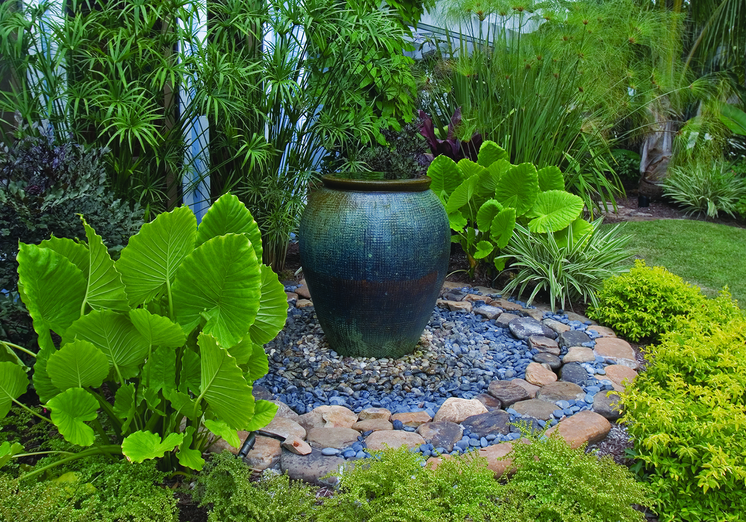 Water fountain ideas on pinterest water fountains for Garden design features